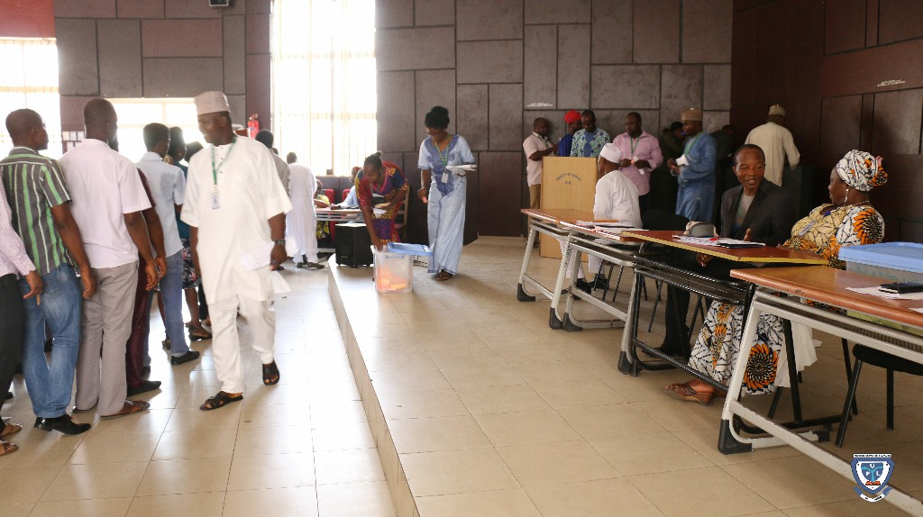 Members of Congregation casting their votes
