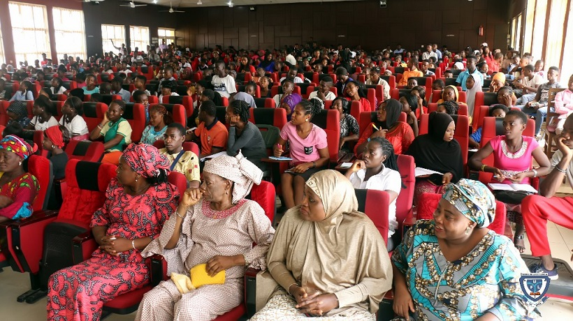 Cross section of some staff (front row) and fresh students from the Faculty of Science at the orientation programme